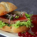 Watermolen Cranberrysaus en Paté Op Een Italiaanse Bol