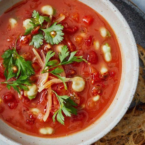 Tomatensoep met lamsballetjes, paprika en gezouten citroen